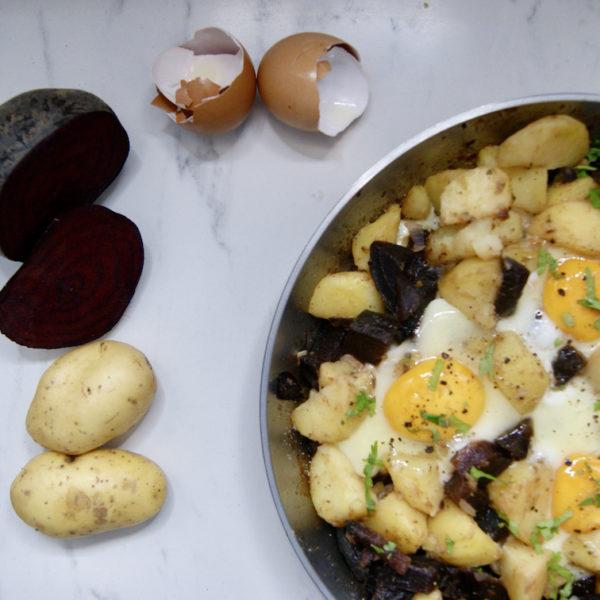 Poêlée de pommes de terre et betteraves aux oeufs