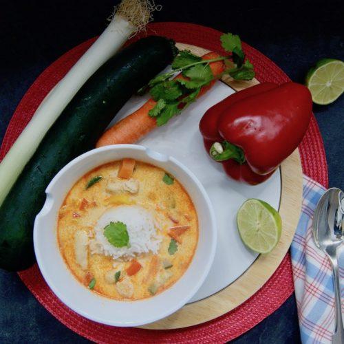 Soupe-repas de poulet au curry
