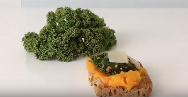 Toasts kale-potiron