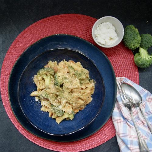 One-pot pâtes au brocoli, sauce rosée aux tomates