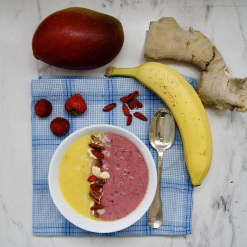 Smoothie bowl mangue-fruits rouges et baies de Goji