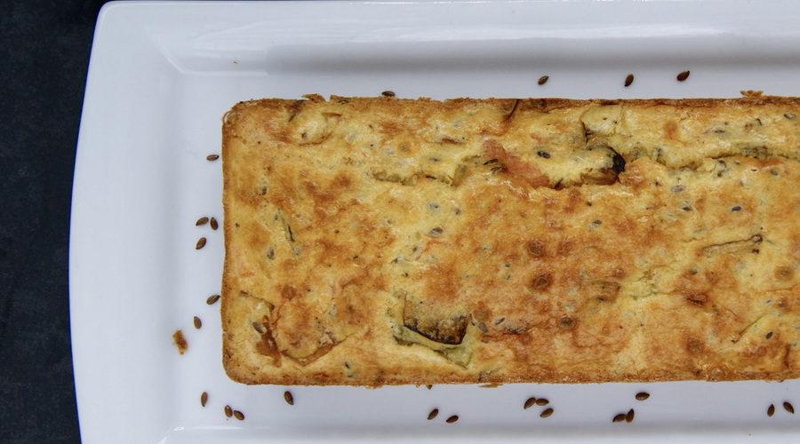 Cake au saumon fumé, poireau et graines de lin